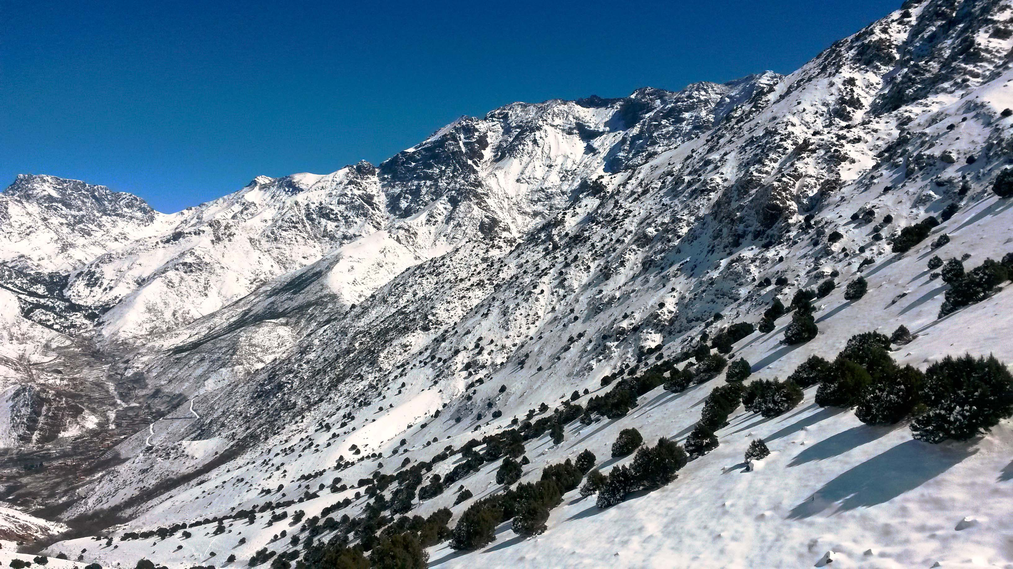 Склон перевала Тизи Мзик (2489 м)